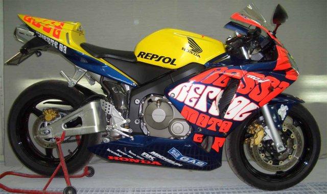 HondaCBR600RRRepsolValentinoRossi20042